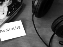 black-and-white-music-headphones-life_220